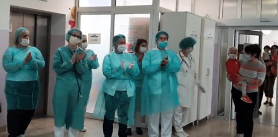 Прекрасна емоција: Аплауз за Мила во детската клиника (Видео)