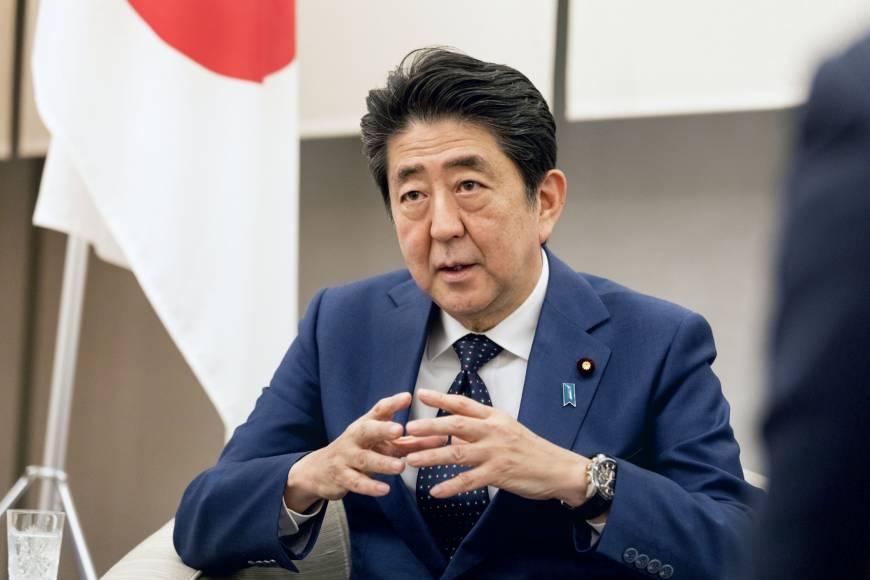 Јапонскиот премиер најави помош од билион долари за спас на економијата