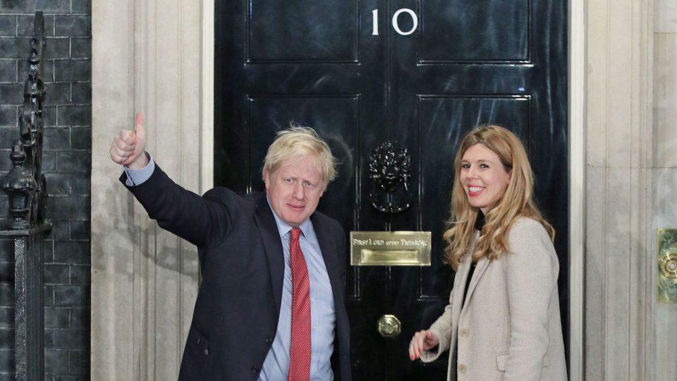 Британскиот премиер стана татко: Ќе оди ли Џонсон на породилно?