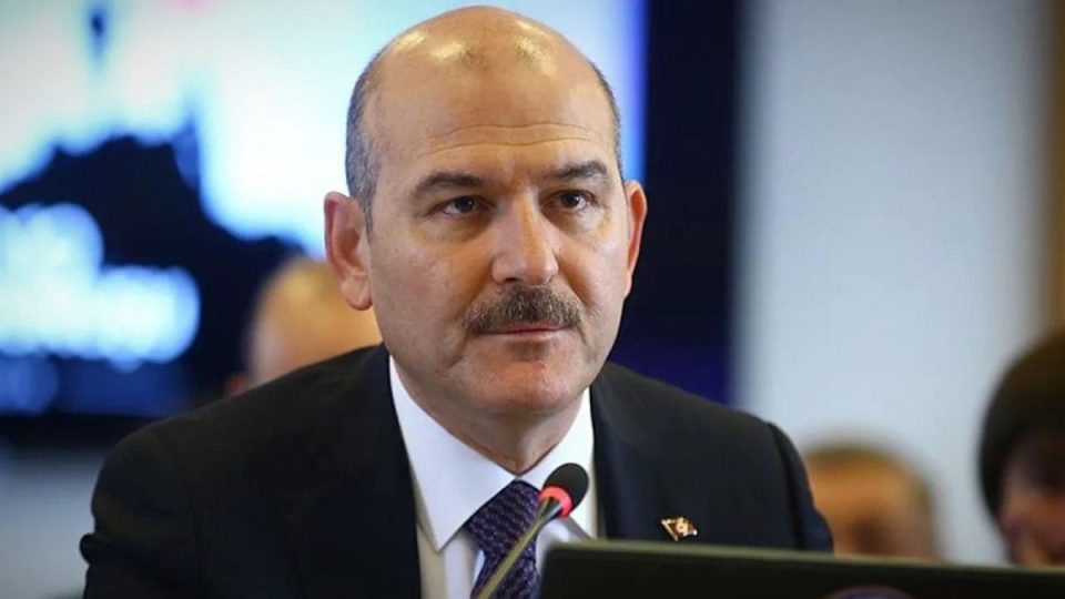 Турскиот министер за внатрешни поднесе оставка по критиките за викенд полицискиот час, Ердоган не ја прифати