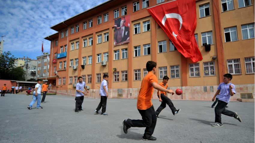 Училиштата во Турција затворени до крајот на мај
