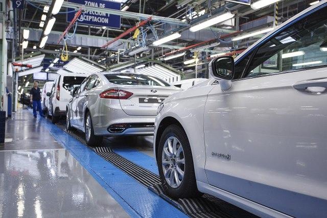 Продажбата на автомобили во ЕУ намалена заради пандемијата