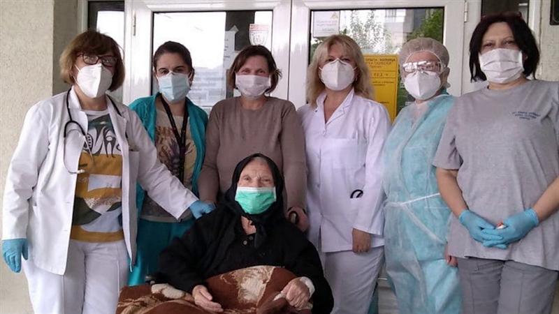 Најстариот оздравен пациент излезе од болница: Баба Елена на 85 години го надмина ковид-19
