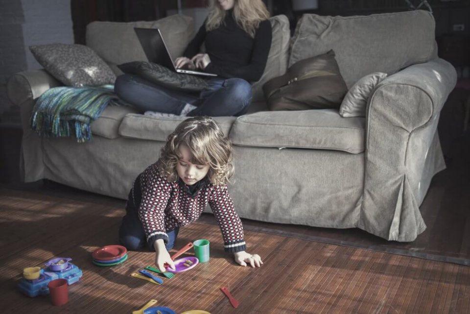 Работата од дома создава голем стрес и расправии