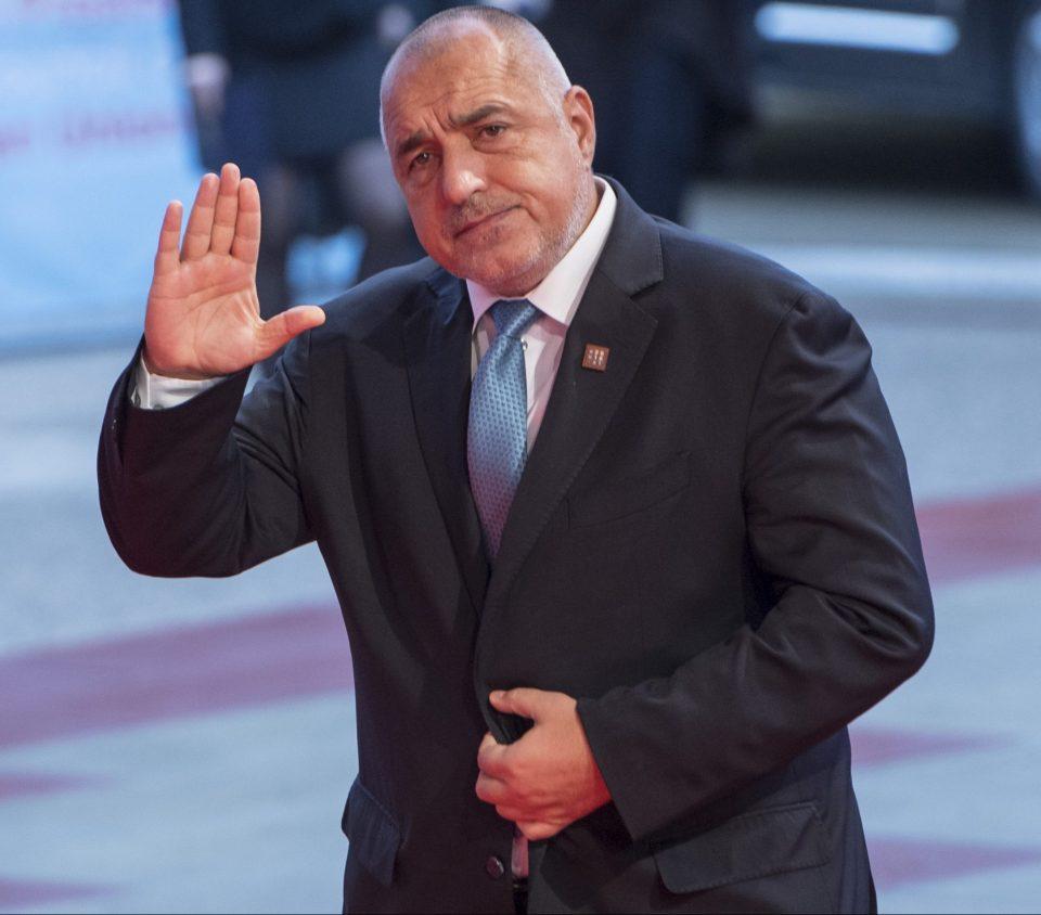 Повторените тестови на Борисов и Желева се негативни, но уште двајца од Советот на министри се позитивни