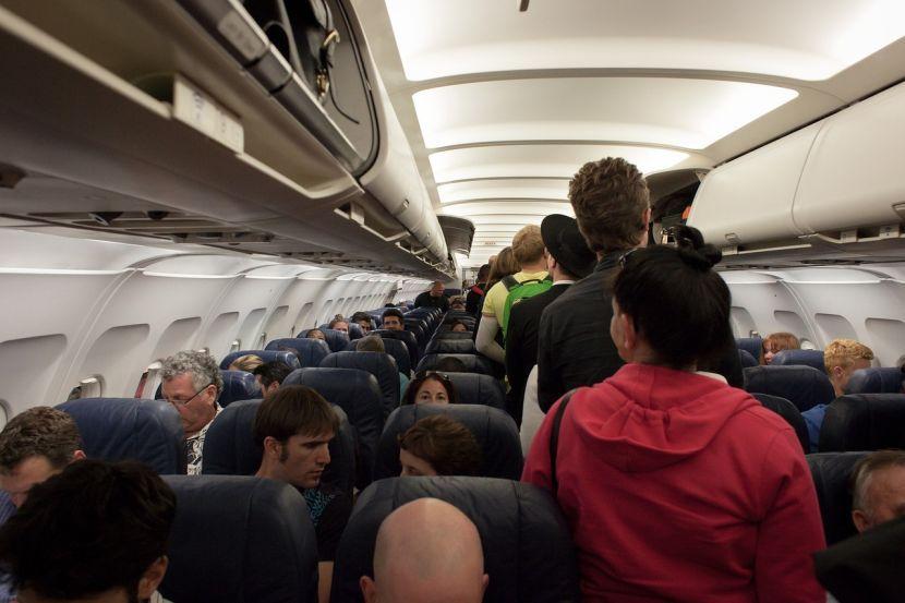 ДРАМА ВО АВИОН: 12 позитивни случаи на Ковид-19, во карантин сите патници!