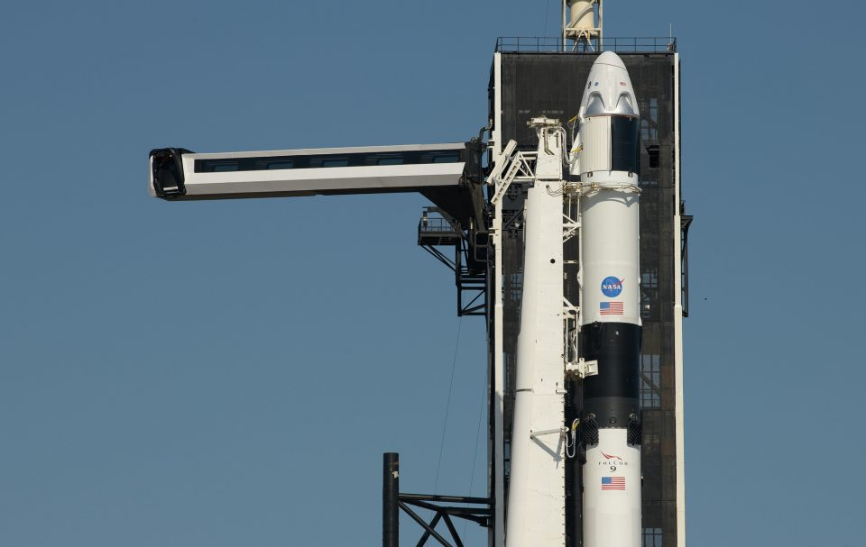 НАСА успешно ја лансираше ракетата на Илон Маск со двајца астронаути