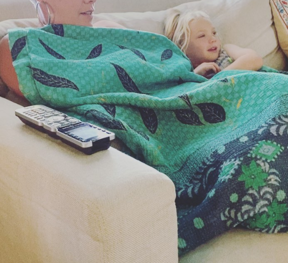 Славната пејачка заедно со тригодишниот син едвај го преживеаја коронавирусот: Од овие зборови за своето дете се плаши секоја мајка (ФОТО)