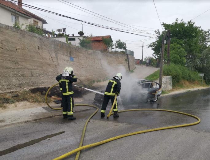 Изгоре автомобил во Сопиште