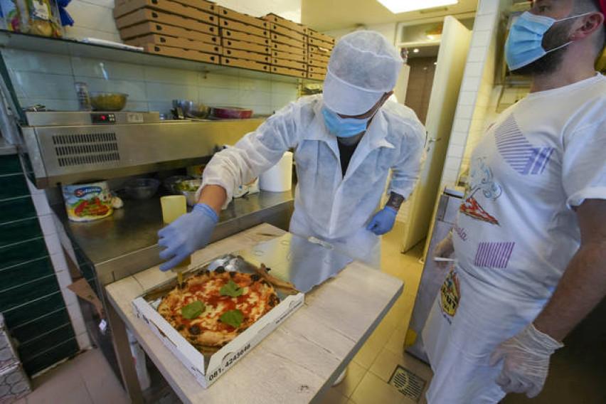 Вирус е вирус, но глад е глад: Само во еден ден наполитанците изеле 60.000 пици