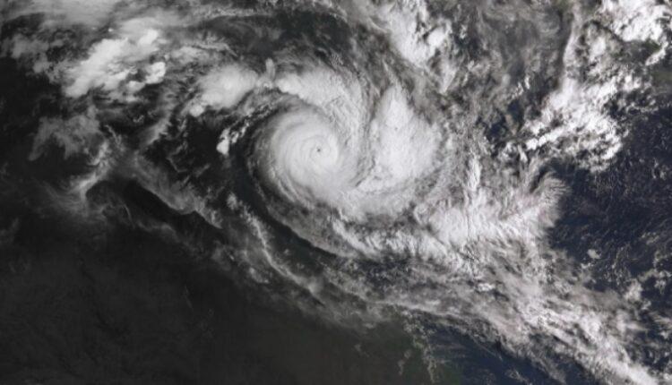 Десетици илјади луѓе евакуирани во Индија поради циклон