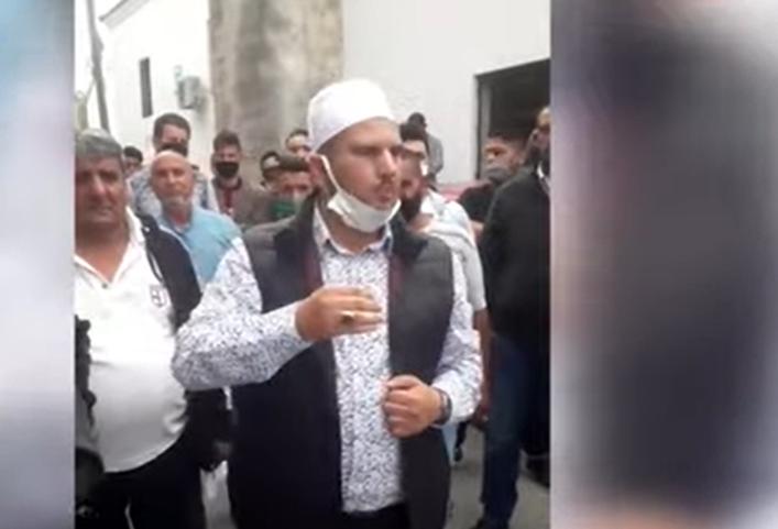 ЗАСТРАШУВАЧКИ: Повици за Џихад кај велешката Црна џамија, среде Македонија