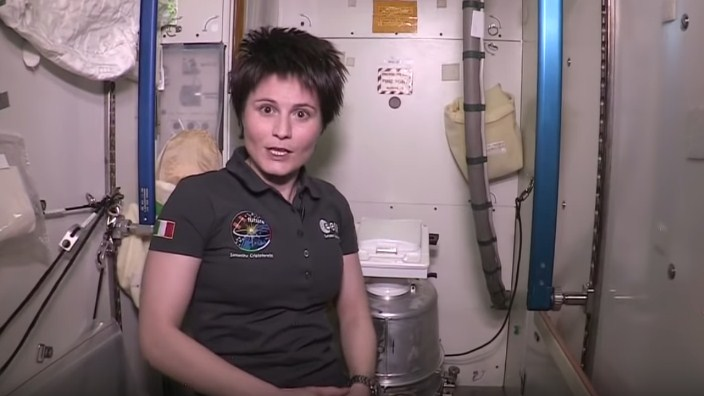 ВИДЕО: Астронаут во тоалет