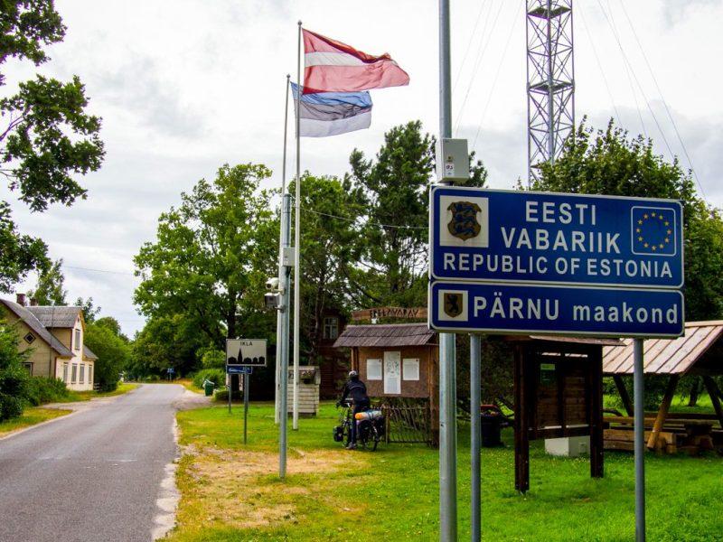 Балтичките земји ги отвораат границите за своите граѓани