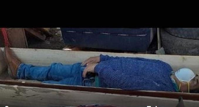 Се преправал дека е мртов од коронавирус: Пијан градоначалник легна во ковчег за да се спаси
