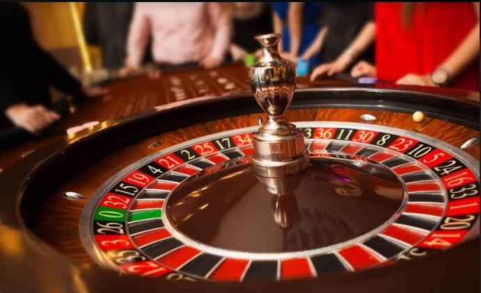 Се коцкале во казино во Струга, па се заканувале на вработените да им дадат кредити- изнудиле дури 175 илјади денари