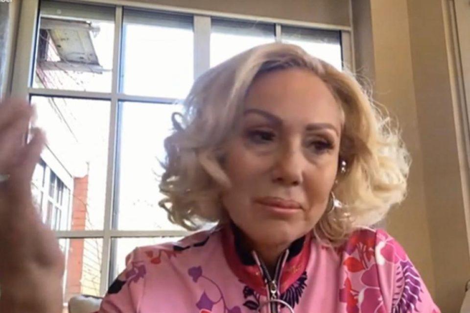 Лепа Брена полека ја губи косата: Пејачката прв пат фотографирана без перика, од глетката ќе се разочараат фановите (ФОТО)