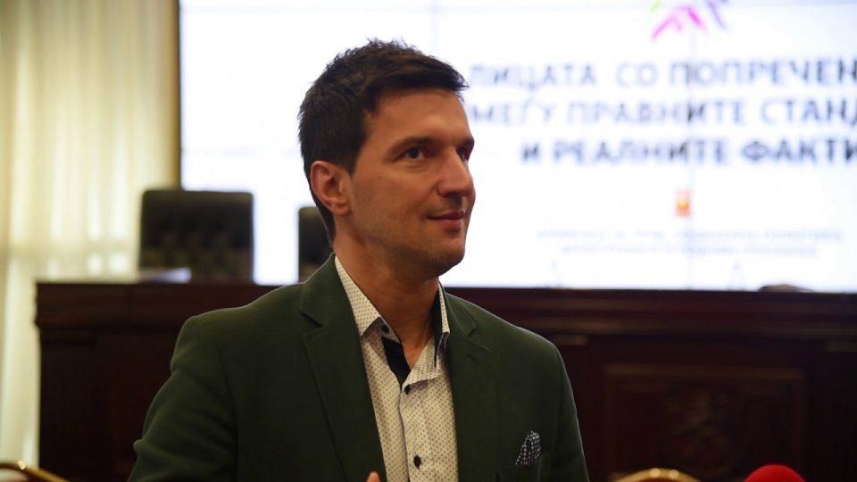 Професорот Јовевски: Требаше да се превземат мерки на време, наместо да ги сочуваме работните места, ние сега нудиме помош на оние кои останале без работа