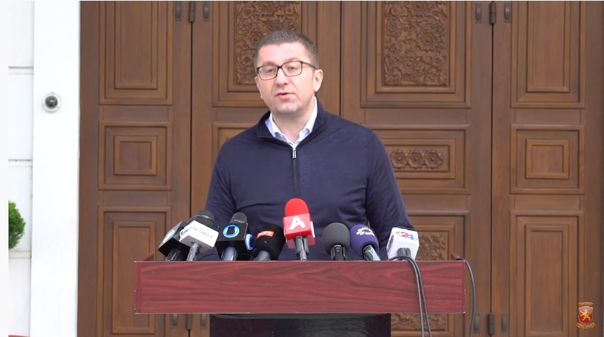 Мицкоски: Владата на Заев до крајот на годината ќе го задолжи секое семејство за 1.500 евра, а сега делат ваучери од 150 евра поткуп кој не може да го исплатат