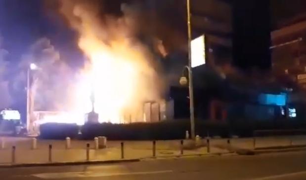 ВИДЕО: Голем пожар во Мавровка, изгоре познатото кафуле