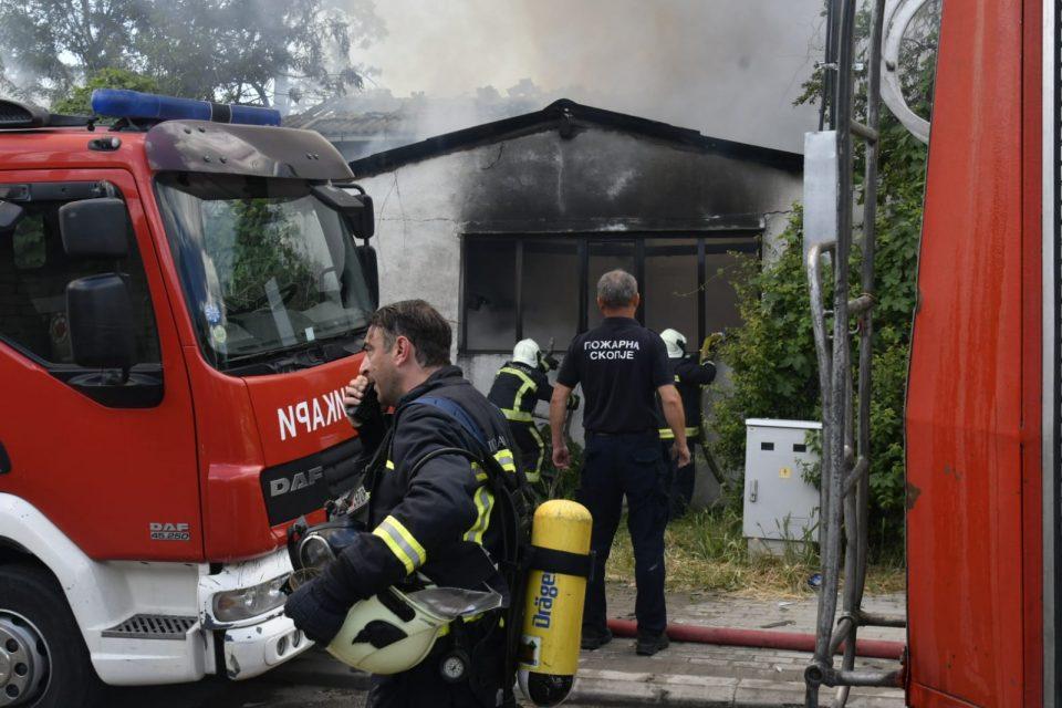 Голем пожар во Радишани спроти бензинската пумпа