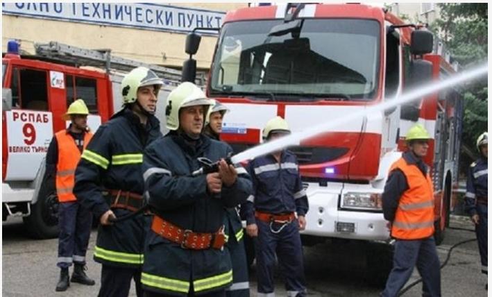 Во пожар изгоре магацински простор за резервни автомобилски делови во Радишани