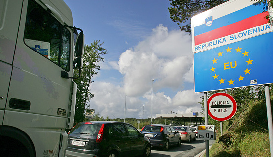 Словенија ги отвора и малите гранични премини кон Хрватска