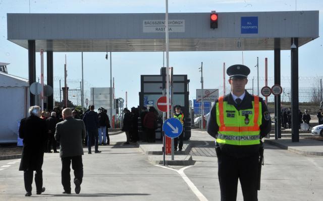 Унгарија демантира дека ноќеска ќе ја затвори границата со Србија
