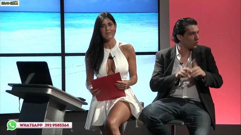 На италијанската водителка фустанот и се отвори точно кај меѓуножјето среде емисија (фото)