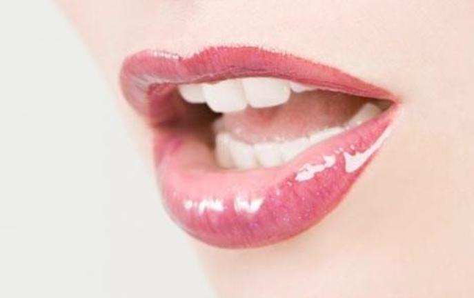 Вкусно, убаво и секси: Направете си сами неодолив сјај за усни