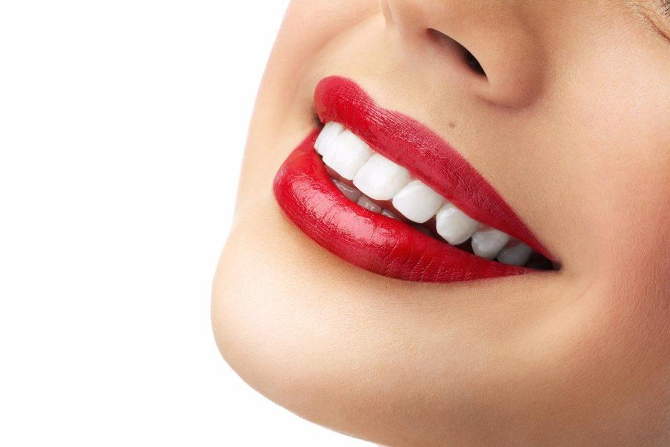 Храна која може да ви ја замени четката за заби