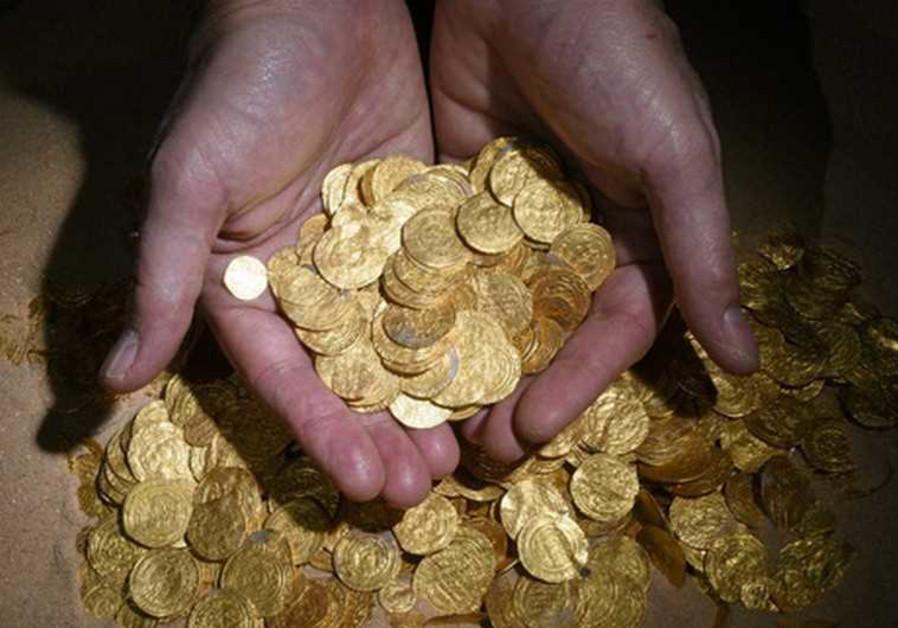 Две момчиња во Франција пронашле златни прачки во орманот на својата баба