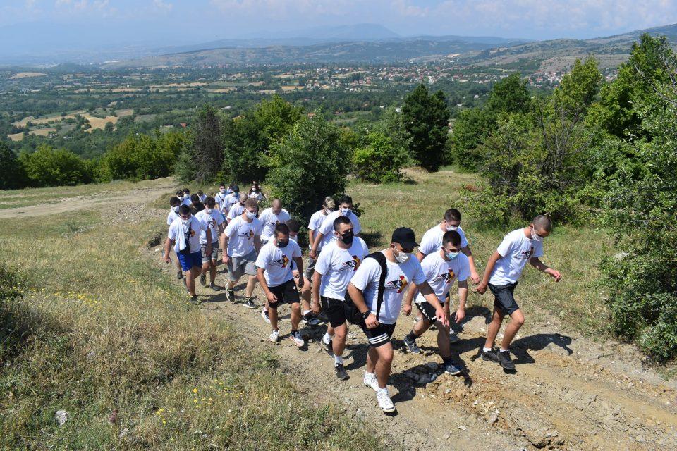 Дарко Костовски викендот го започна со планинарење со младите од Бутел