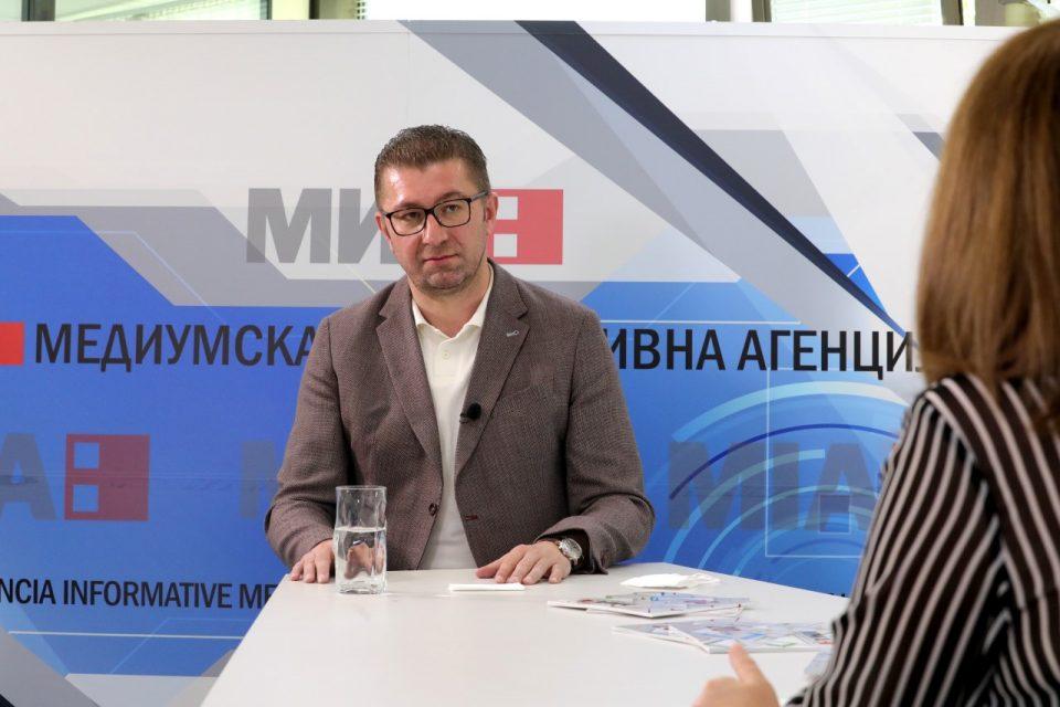 """""""Доста одевме со свиткана кичма, време е да се исправиме и да ја обновиме Македонија"""""""