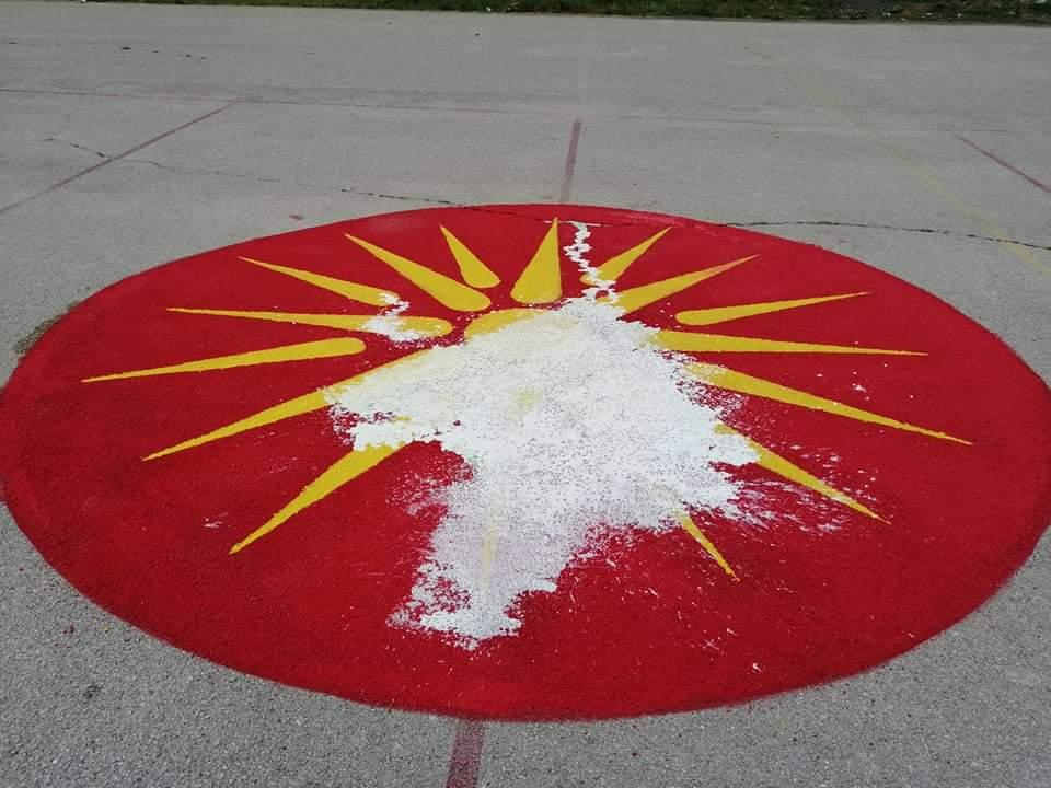 """Директорката која нареди да се отстрани сонцето од Кутлеш со закани и навреди до граѓаните: """"Козо трева ќе пасеш, го*ното ќе го лижеш"""""""