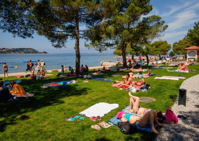 Отворени плажите во Словенија