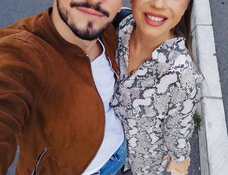 """ФОТО: Македонската пејачка го сподели моментот кога нејзиниот сопруг првпат го видел синот – """"Солзи на среќа, исполнетост и љубов"""""""