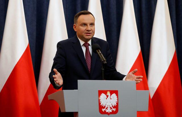 Дуда со убедлива победа на претседателските избори во Полска, Трасковски освои 30,5 отсто од гласовите