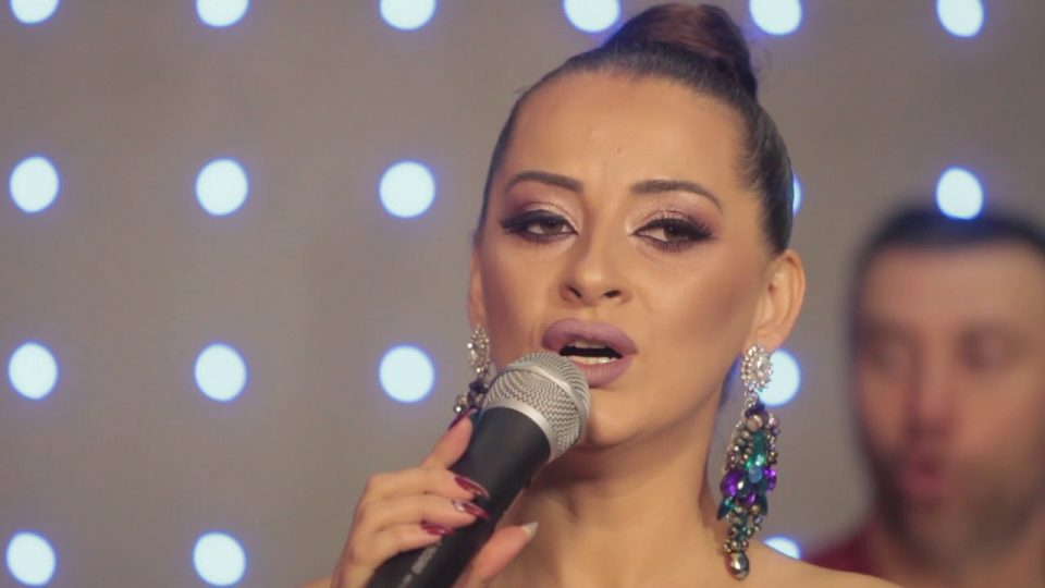 Ќерката на Анета Молика е иста како мајка си: Пејачката сподели фотографија со нејзината копија која е вистинска убавица (ФОТО)