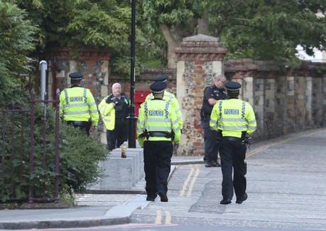 Англија: Три лица убиени, три повредени со напад со нож во Рединг