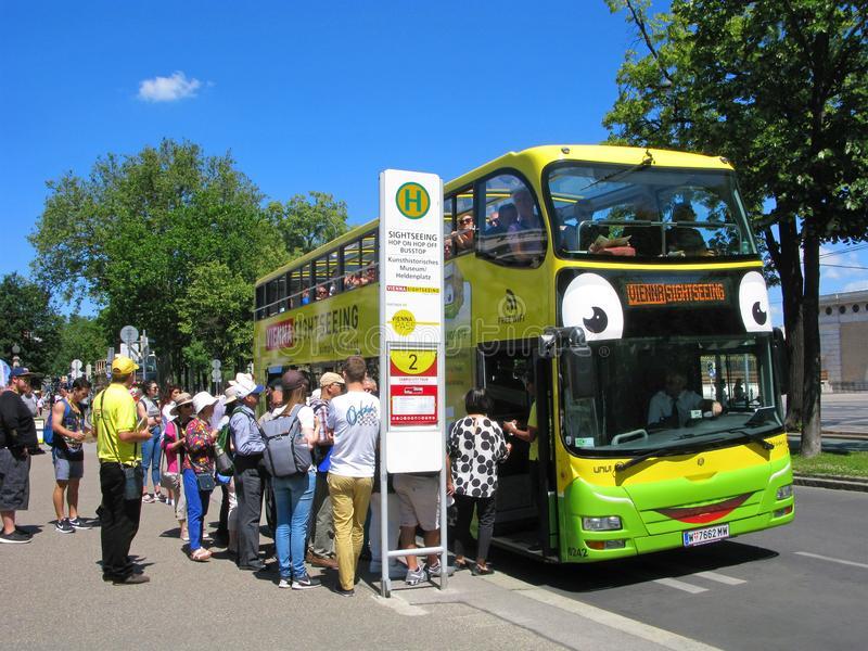 Австрија во 2021 ќе воведе билет од три евра дневно за целиот јавен превоз