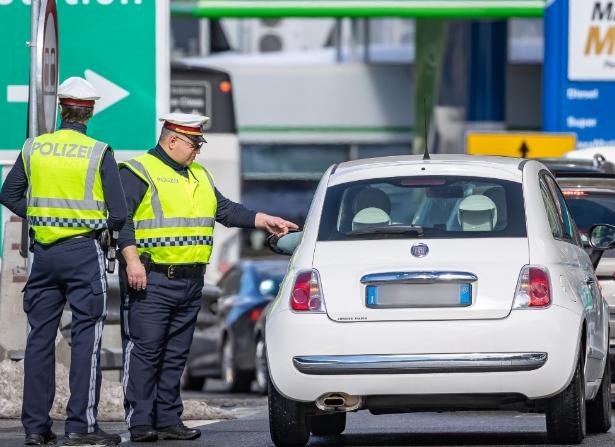 Австрија размислува повторно да воведе контроли на границата