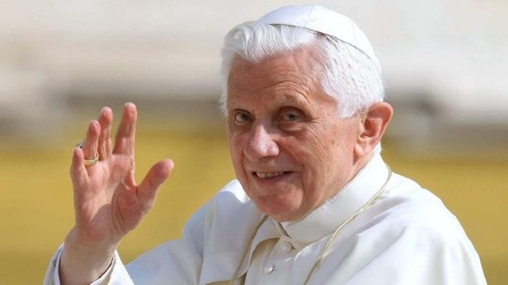 Поранешниот папа Бенедикт Шеснаесетти се врати во Ватикан по посетата на братот во Германија