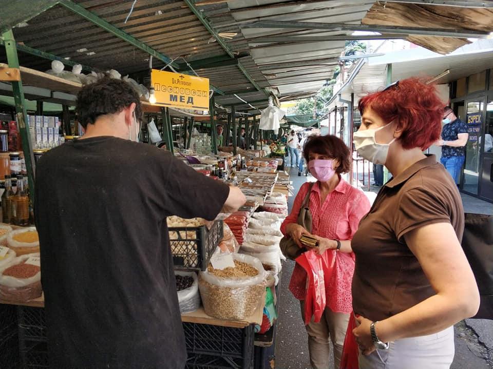 Силјановска и Стојкова Серафимовска во посета на пазарот Буњаковец: Се обврзуваме на проекти кои ќе помогнат на земјоделието и малопродажбата на македонски производи