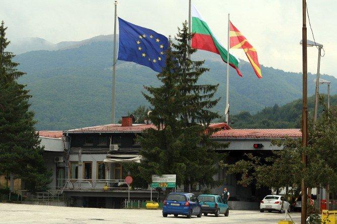 На Деве Баир од полноќ во Македонија влегле над 200 патници