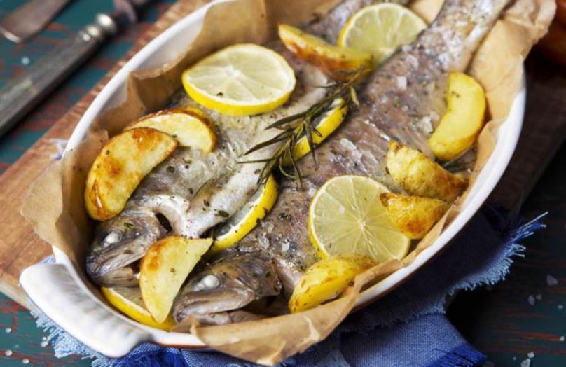 Предлог за ручек: Печена пастрмка со компири