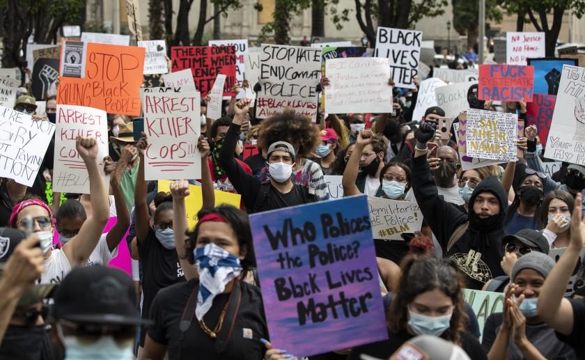 Демонстрантите во Лос Анџелес нема да бидат обвинети за непочитување на полициски час