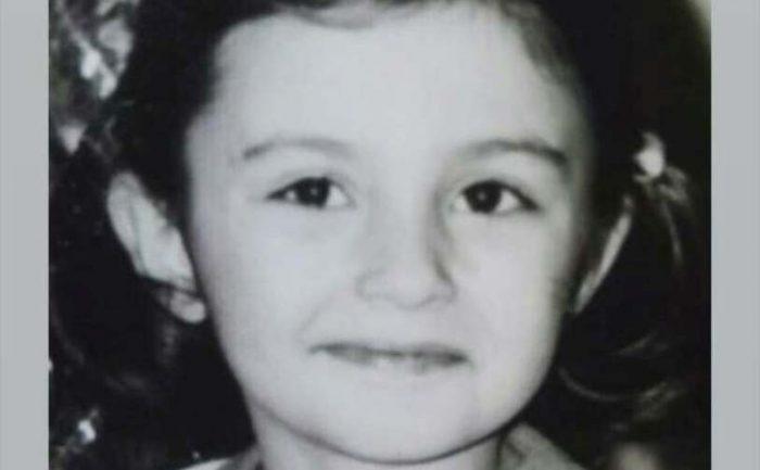 Таа е ѕвезда на Балканот: Погодувате ли која наше пејачка е на оваа фотографија од детството?