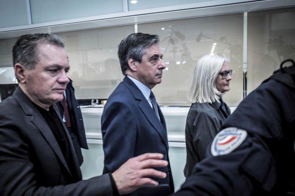 Поранешниот премиер Франсоа Филон денеска пред суд
