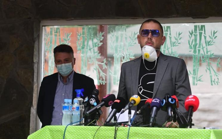 Народот нема за леб, а директорот на ЗОО Скопје со очила од 1400 долари држи говор пред Шилегов